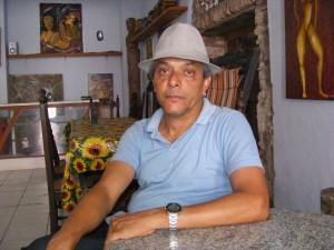 Fotografia tirada em 2012, no ateliê do artista, na Rua 13 de Maio (Cachoeira – BA). (Foto: S. Pêpe)