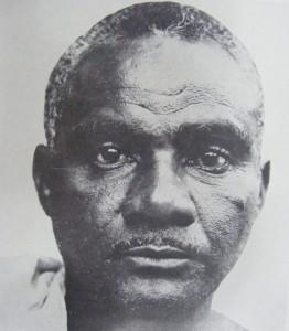 Retrato do artista Louco, detalhe extraído de fotografia publicada em: VALLADARES, 1976, p. 47.